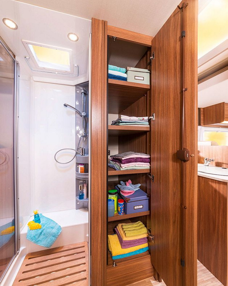 Carmen_shower_closet